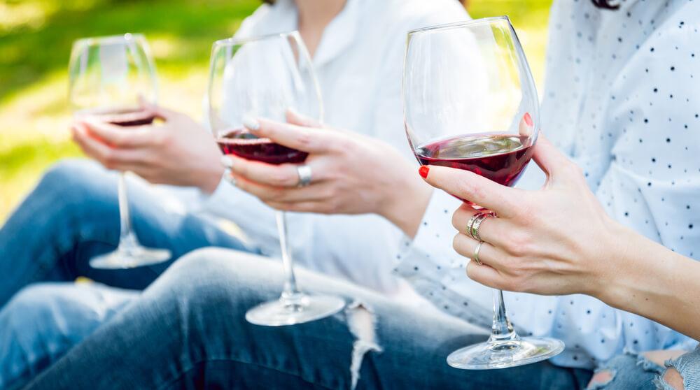 wine-women-1-opti