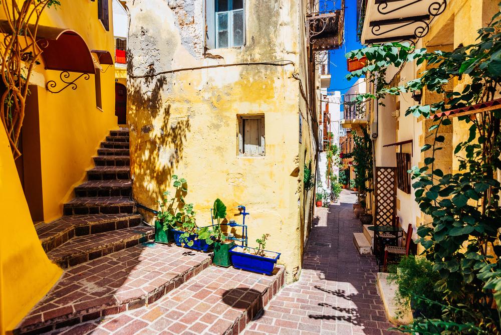 Authentic,Narrow,Colorful,Mediterranean,Street,In,Cretan,Town,Of,Chania,